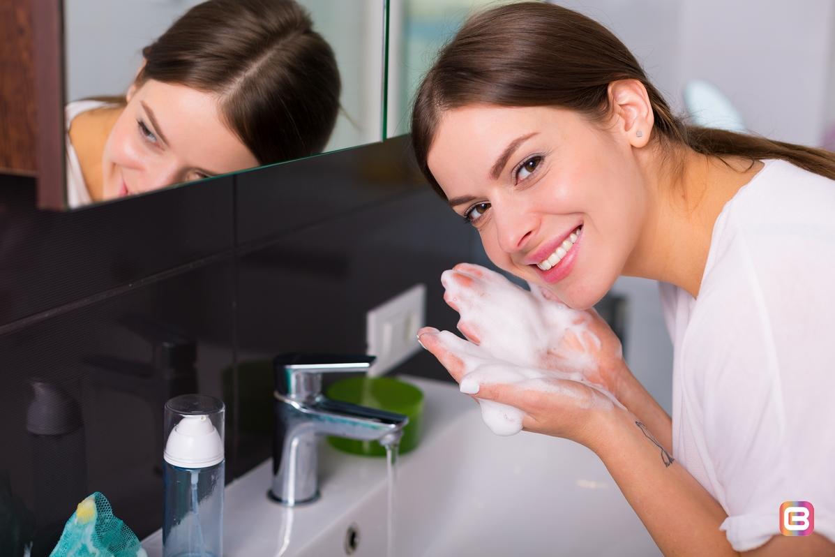 Ежедневные привычки для улучшения вашей кожи