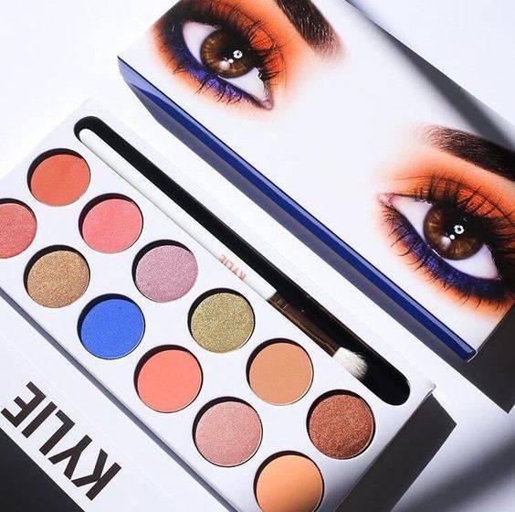 Палетка теней The Royal Peach Palette от Kylie Cosmetics